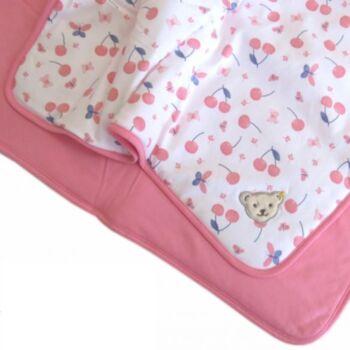 Steiff puha pamut takaró cseresznye mintával mérete 95cm x 62cm - Bear & Cherry kollekció